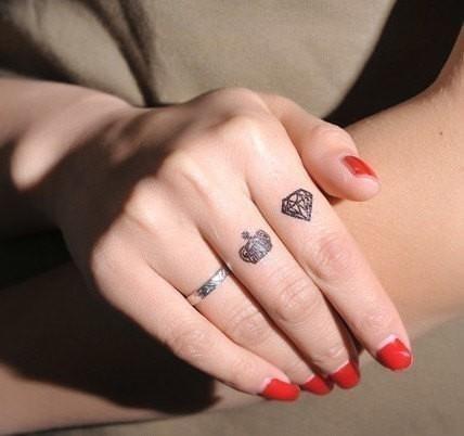 Finger tattoos Temporary