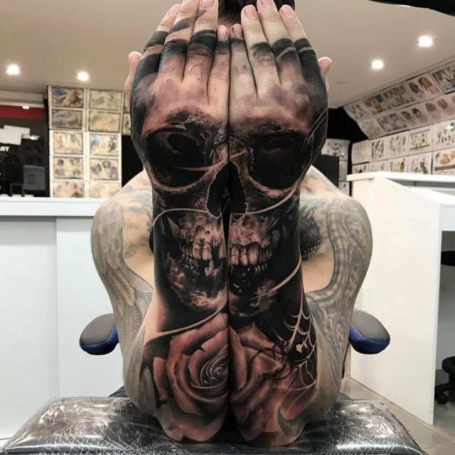 Skull double arm rose