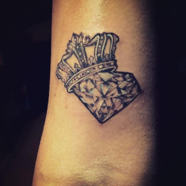 Crown tattoo 151018101