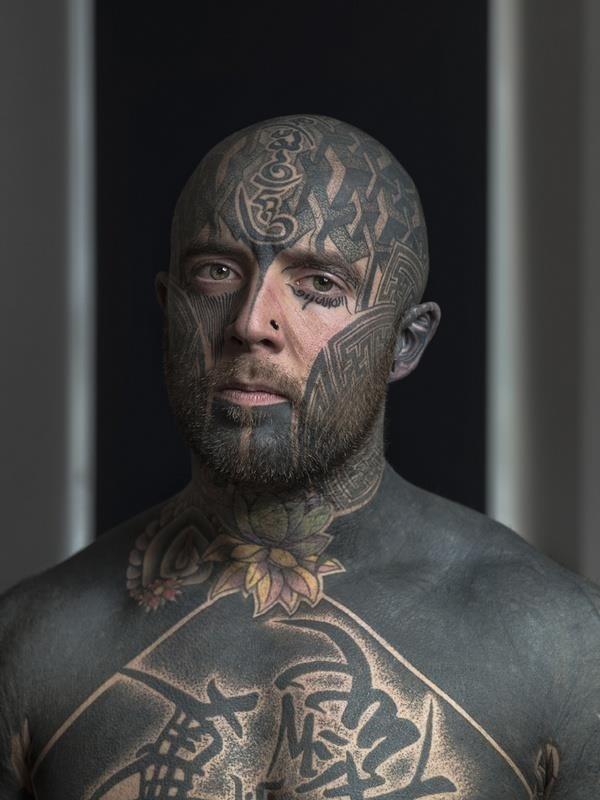 Face tattoo 018