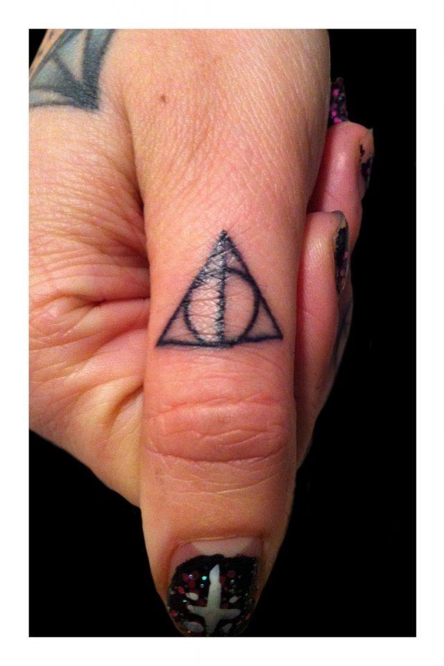 Finger Tattoos 4