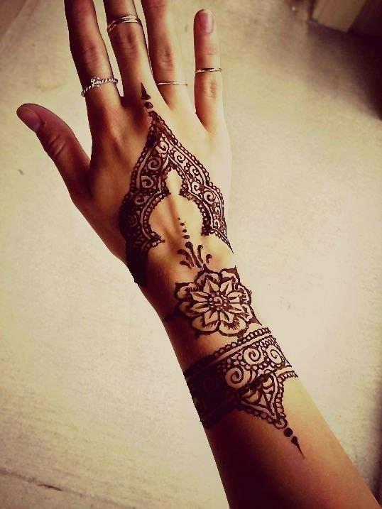 Hand henna tattoo designs39